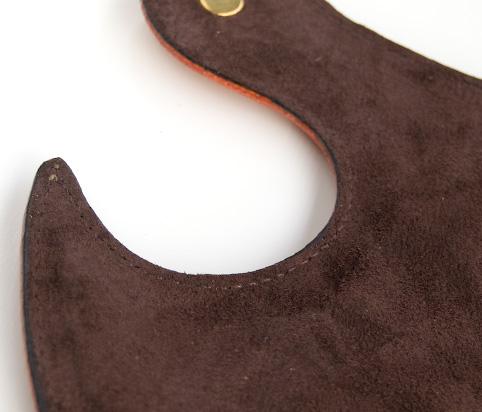 マウスパッドに滑りにくいスエードを使用