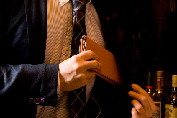 おしゃれメンズに人気の長財布!残念なスタイルになりたくない!おしゃれ人は長財布もおしゃれ