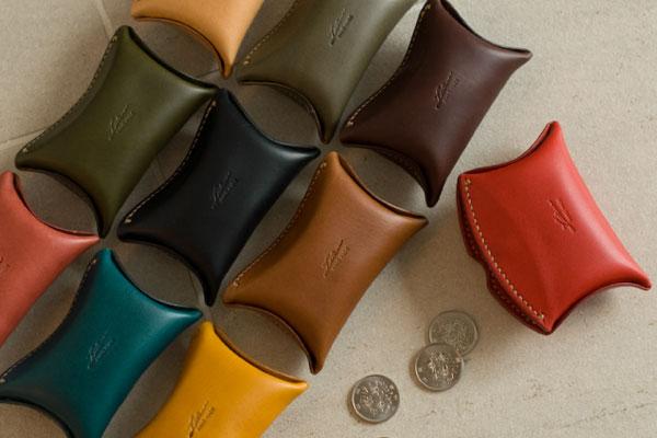 イタリア本革で革職人手縫い、見たこともない形をしている小銭入れって