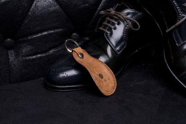 靴べらキーホルダーは幅広い年齢の男性に人気!プレゼントにもおすすめ
