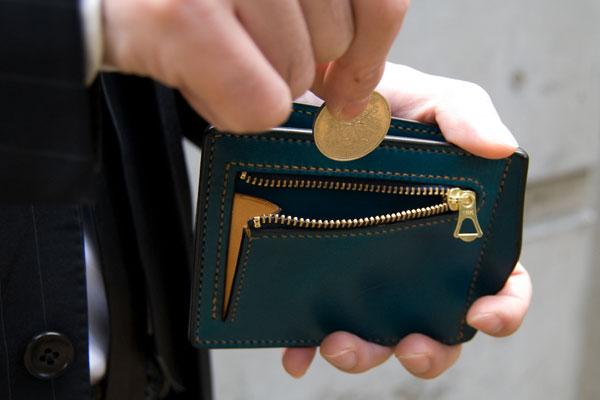 財布タイプの革製マネークリップ。おすすめと購入のポイントとは?