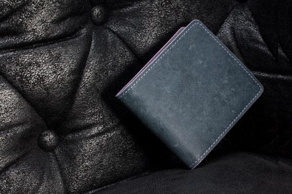 【個性的革財布】欧州で今人気の革製品といえば「ツルツル」と「ザラザラ」のレザー