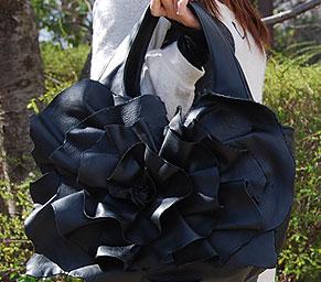薔薇(バラ)のデザインが美しいバッグ