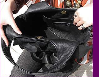 バッグの中「大きいポケットが一つ」