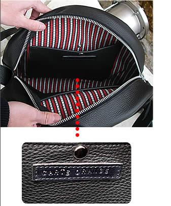 革バッグDrumBag30には左右に大きなポケットが1つずつ付いています。