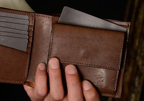 二つ折り財布《カードポケット3》