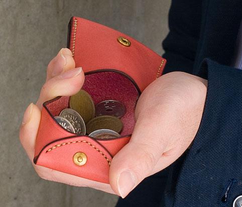 革製小銭入れ コインケースのデザイン「コインを入れたところ」