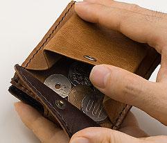 馬革二つ折り財布のデザイン「コイン収納部」