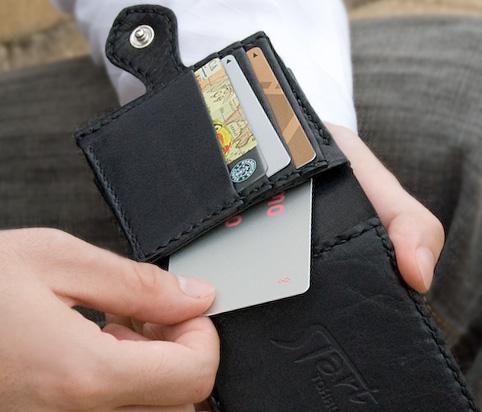 マネークリップのデザイン「カード部の裏側」
