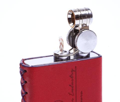 火花を飛ばして着火するマーベラスライター
