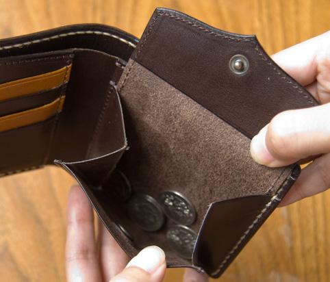 かわいい革製レディース財布のデザイン「コインを入れたところ」