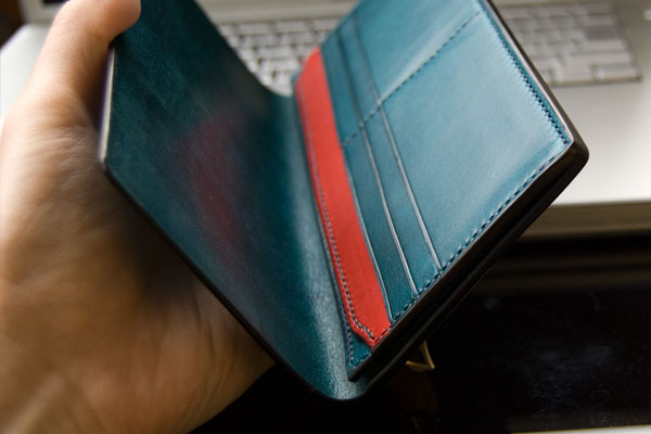 メンズ長財布売れている人気色はブルー・ネイビーの青色系
