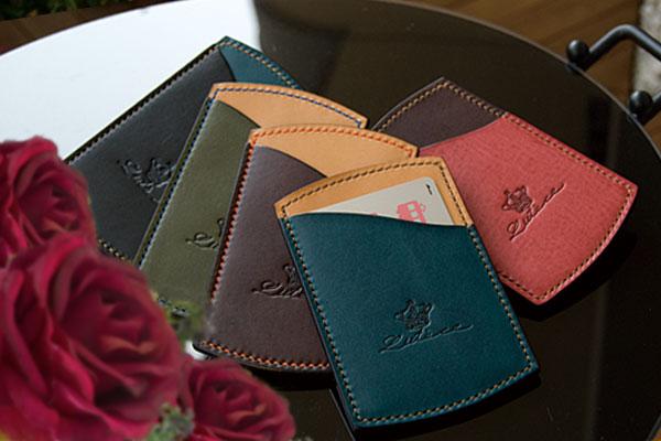名入れができる革製品、刻印したら消せない!だから特別感!革の特性を活かした技法