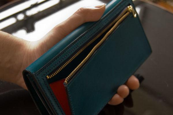 02c5bcefe3b3 メンズに人気の革製の薄い長財布 | コラム 失敗しない!革製品の選び方 ...